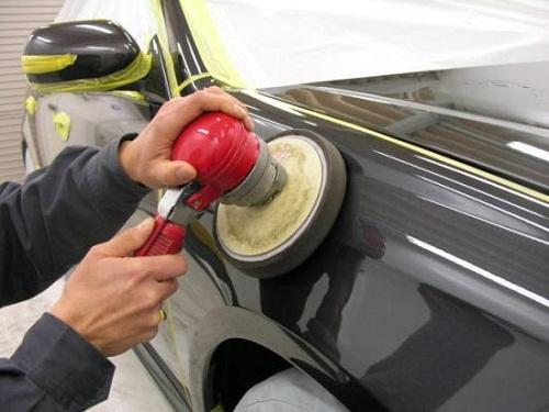 Нанесение защитного слоя на кузов при помощи инструмента