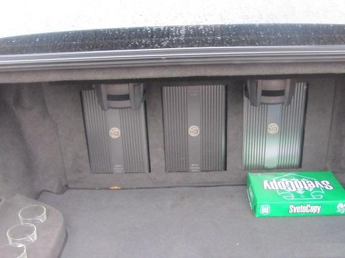 Расположение усилителей в багажнике автомобиля