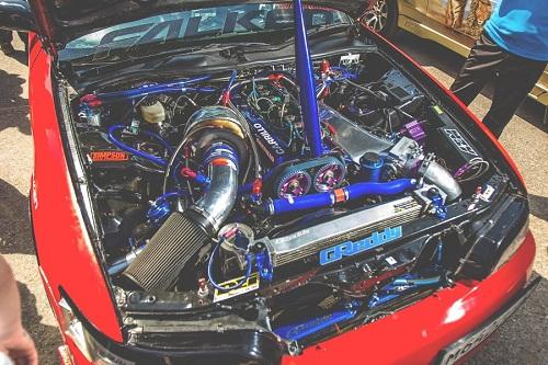 Масляный радиатор гоночного автомобиля