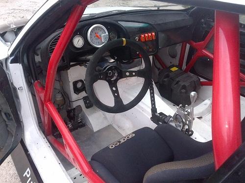 Спортивный руль и сидения для дрифт автомобиля
